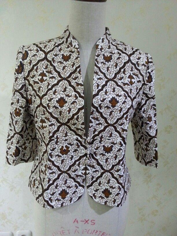 Blazer made from batik sogan. Made by Dongengan (Facebook: https://m.facebook.com/dongengan)