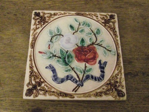 ATTRACTIVE VINTAGE / ANTIQUE TILE WITH FLOWER DESIGN