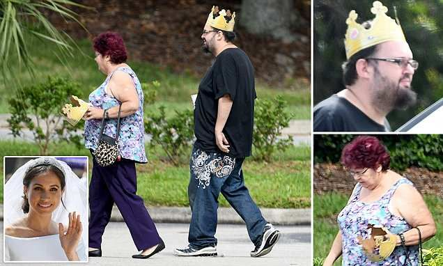 Meghan S Uninvited Family Celebrates Wedding With Burger King Crowns Burger King Crown Burger King Burger