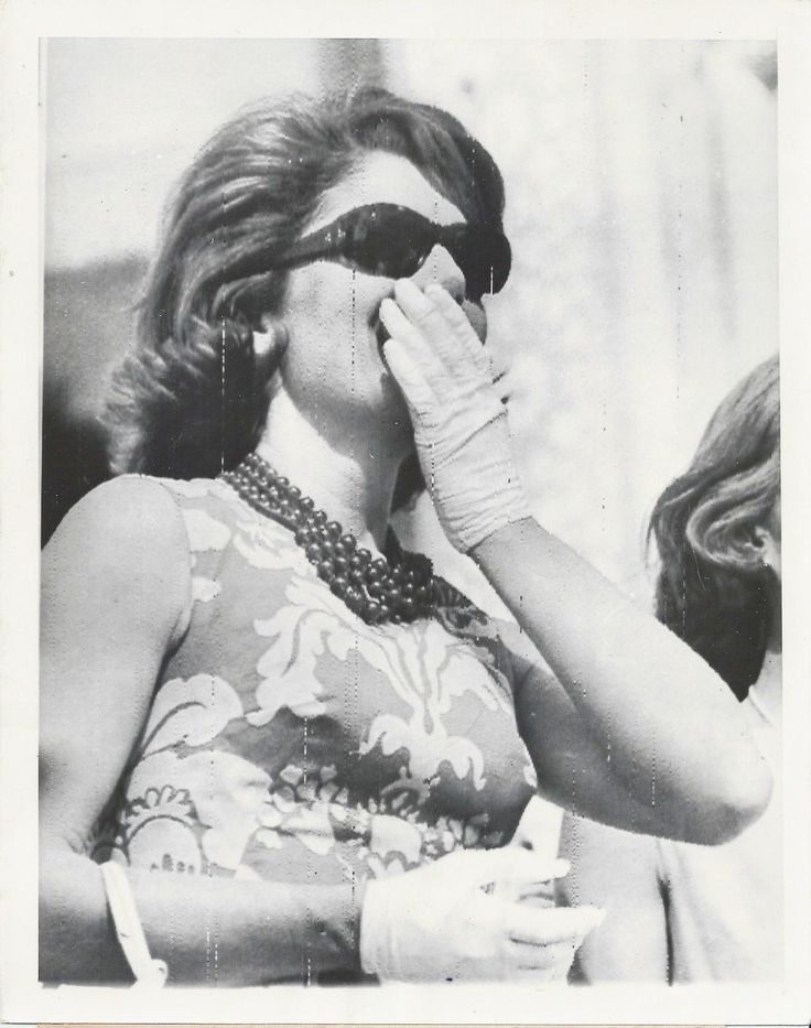 Mrs. Jacqueline Kennedy, wife of the President of the United States, claps her hand to her face as she watches Indian divers during exhibition in her honor. Near Agra, India March 15 1962. ♡❤❤❤♡❤♡❤❤❤♡ http://www.jfklibrary.org/Asset-Viewer/ifplUnyOo0W0O70EFOjGnw.aspx