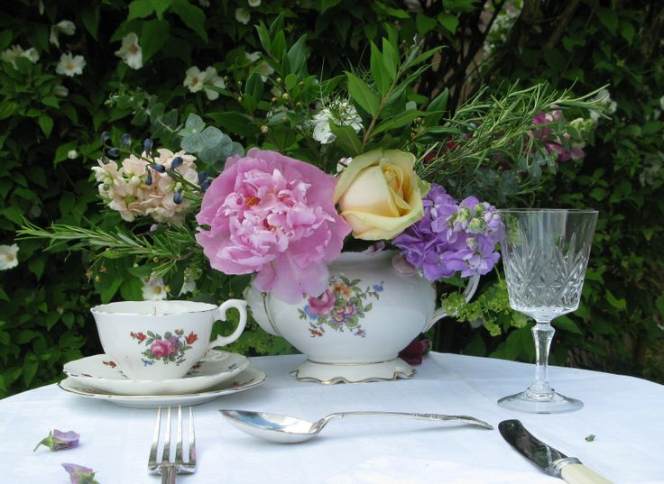 The inter war era: simple florals abound, classic English country garden c 1930
