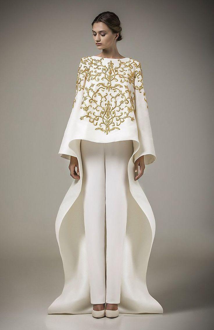 Арабский дизайнер не подражаем в создании шикарных вечерних платьев! Его бренд Ashi Studio был основан в 2008 году, в Саудовской Аравии. Он выпускает сезонную одежду от прет-а-порте, свадебные платья и кутюрные творения, которые и прославили дизайнера во всем мире. В первую очередь, одежда от Ashi Studio — это сложная игра с тканью и фактурой, оригинальные детали, новые идеи, сложный крой и богатая ткань.…