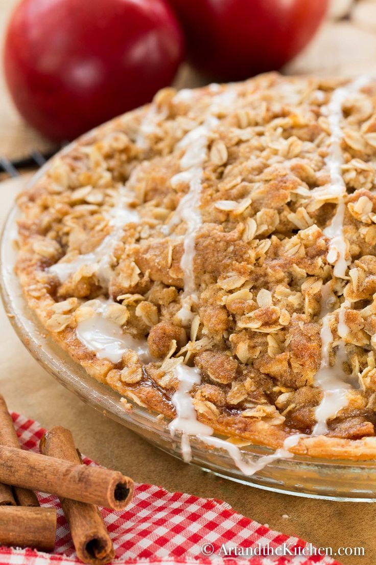 Apple Crisp Pie is a delicious combination of good old fashioned apple pie with a crumbly oatmeal crisp top! Serve warm with a scoop of ice cream and you have one of the best apple desserts EVER! #apple crisp pie #apple pie #apple dessert #pie