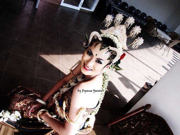 Yogya Paes Ageng. Yogya Bride from Indonesia