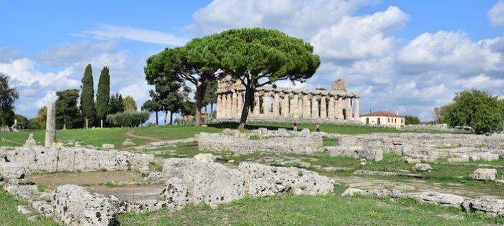 Os templos gregos e as ruínas romanas de Paestum, na Itália