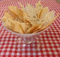 A receita original dessas lascas de polvilho é da Chef Helena Rizzo, do Restaurante Maní, mas, foi por meio das postagens de algumas ...