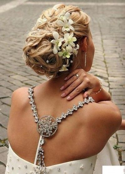 Beautiful and classy wedding updo hairstyle