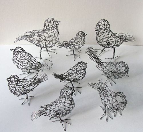 Delightful chicken wire birds! Want to make these to put on my bookshelf in living room.