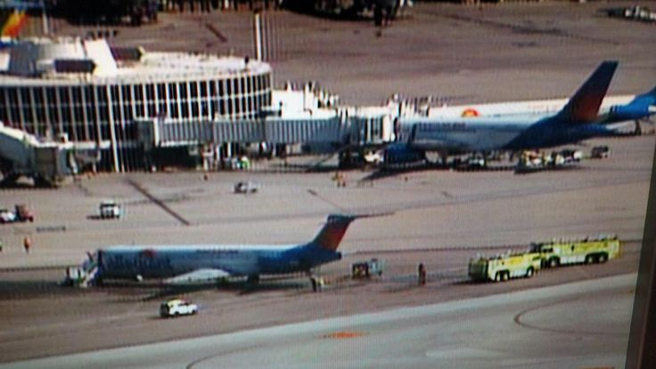 BREAKING Allegiant flight #G4516 plane engine catches fire at Las Vegas McCarran Airport http://ift.tt/1jpd1AW