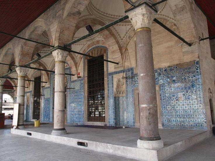 Istanbul, Turkey: Rustem Pasha Camii (Mosque): courtyard dais (1560, architect Mimar Sinan)