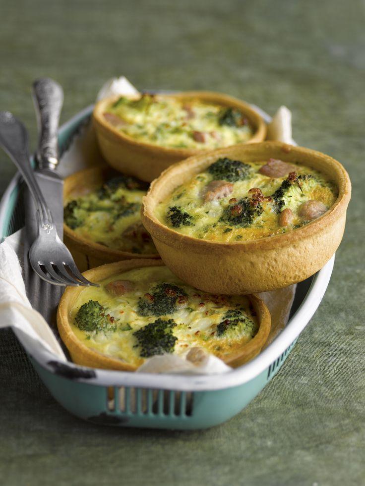 Quiches met broccoli en tonijn  http://www.njam.tv/recepten/quiches-met-broccoli-en-tonijn
