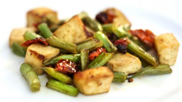 Tofu con pomodorini secchi e fagiolini - Cucina Mancina - Le ricette mancine