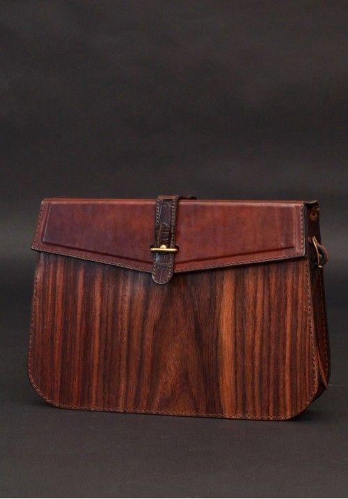 Некоторые женщины считают такие сумочки неудобными. И впрямь, традиционный клатч легко уронить или потерять. Да и маловат он для современной леди, даже телефон не всегда помещается. Это дизайнерская сумка-клатч классической формы, с замком-«поцелуйчиком» и длинным ремешком. КУПИТЬ В http://dotupbutik.ru  #Bags #Leather bags #Designer bags #сумки #кожаныесумки #дизайнерскиесумки