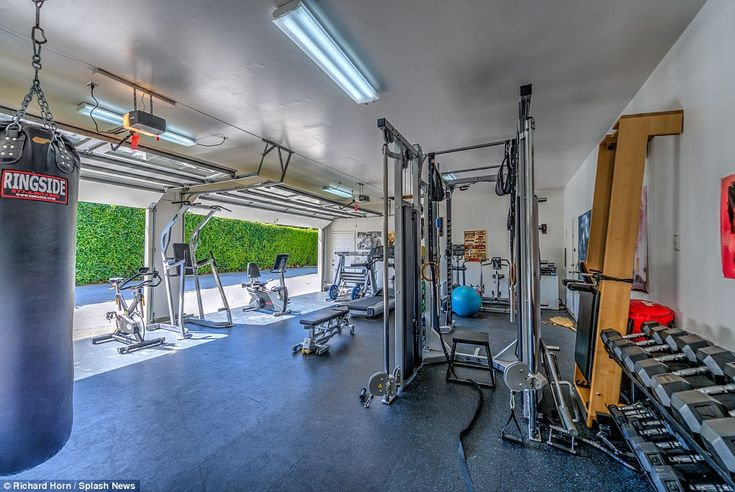 Chris Hemsworth and wife Elsa Pataky 'make $2.6m PROFIT after LA property sale' | Daily Mail Online