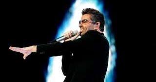 Estrelas e personalidades do mundo da música prestaram suas homenagens ao cantor George Michael, que morreu aos 53 anos na tarde de dom...