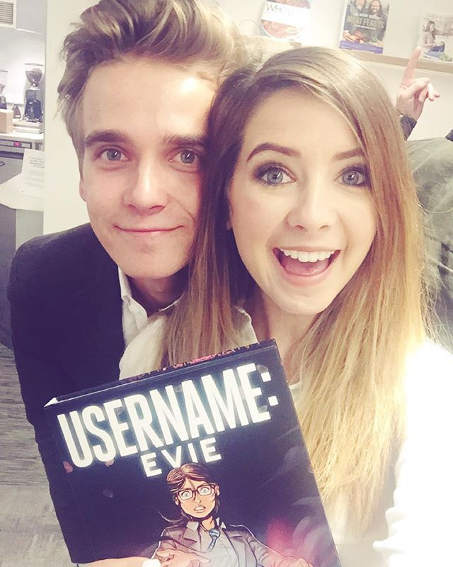 So proud of my brother @joe_sugg for his graphic novel Username: Evie! He's broken the record for the fastest selling graphic novel ever. we now both hold book records
