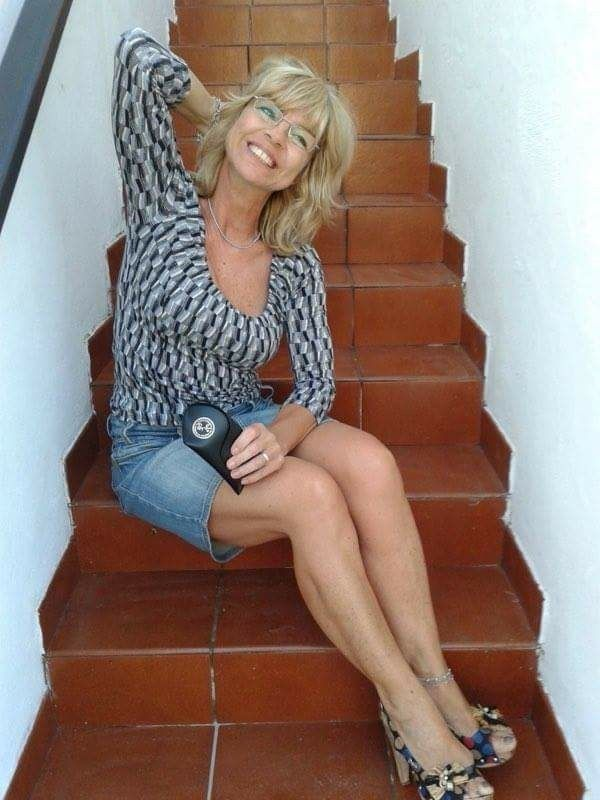 hartley mature singles Love a hot mature ladies and vintage looking for interesting sex videos take a look at some of the most sensational vintage videos ever.