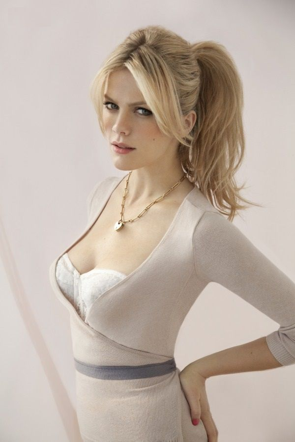 Brooklyn Decker,everything style perfection. High blonde pony - white beautiful decolletage - love the necklace,belt & ear-rings too. 10/10 <3