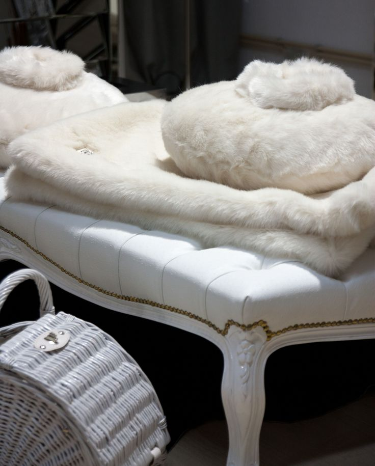 pillow + blanket w/fur #PureLiving #GreenApple #GAhomestyle #homestyle #candleholder #white #pillow #swarovsky #blanket #fur