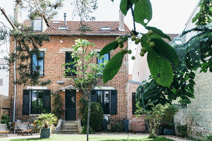 Rénovation d'une maison en nuances de bleu - FrenchyFancy  Camille Hermand Architectures Photo : Jennifer Sath