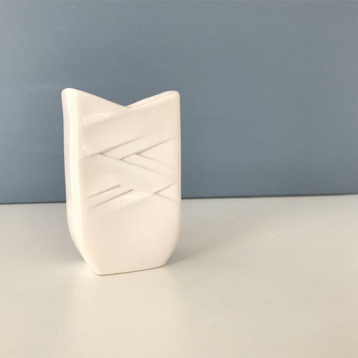 Fin og enkel vase/lysestage fra Søholm💫 H: 10,5 cm. #søholm#søholmvase#vase#loppemarked#loppeguld#loppe#loppis#loppemarked#genbrug#genbrugsfund#genbrugsguld#genbrugsfeber#bolig#boligindretning#boligliv#bobedre#iboligendk#retro#living#tilsalg#salg#sælges#sender#reshop#reshopfever