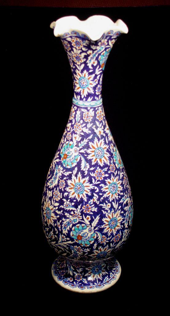Turkey, Kütahya province, Kütahya kilns (Turkish), Tall vase with flared ruffled rim, ca. 1900, stonepaste with polychrome decoration under clear glaze