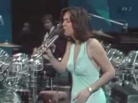 The Carpenters - Top Of The World..LiVe..good to see Karen healthy here..see next pin