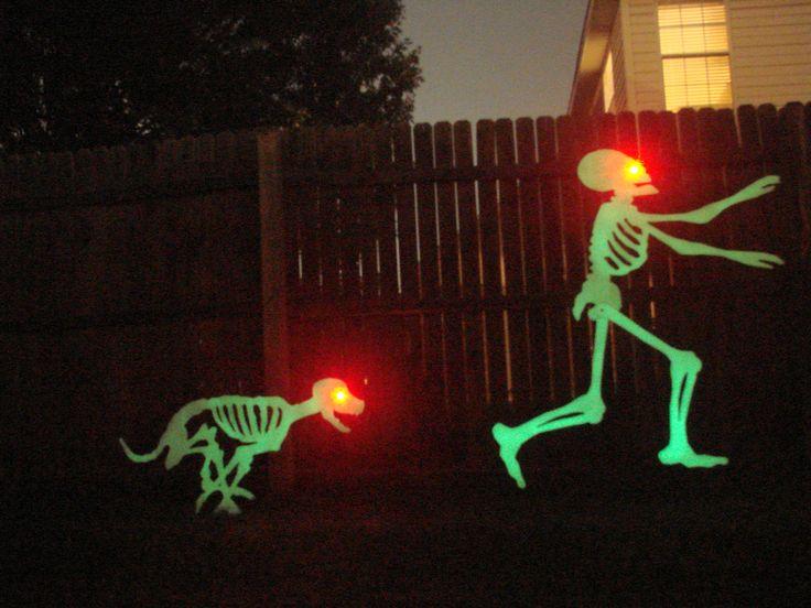 Halloween Running Skeletons #cncplasma #halloweendecor #glowinthedarkskeletons #metalheadartdesign #frontyardhaunt #LED