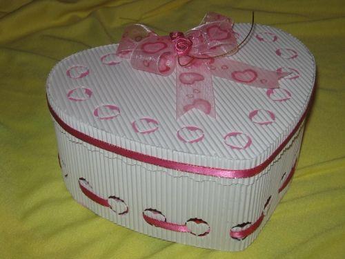 Moldes cajitas de carton corrugado en forma de corazon - Manualidades en carton ...