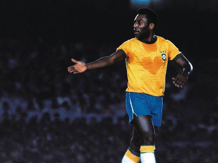 Pelé é sinônimo da perfeição no mundo da bola. É o eterno camisa 10 do futebol mundial. Em toda sua carreira jogou 1375 partidas tendo marcando 1282 gols. Marcou um gol olímpico em jogo amistoso nos Estados Unidos vencido pelo Santos no dia 19/06/1973 na vitória pelo placar de 4 a 0 diante do Baltimore Bays.
