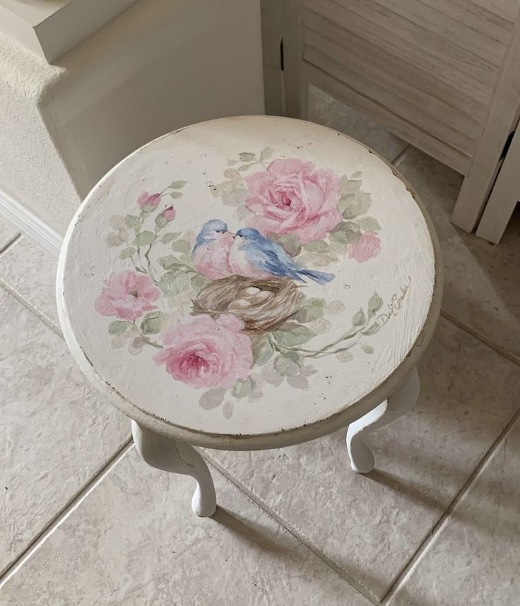 Feb 2020 - Shabby Chic Vintage Romantic Roses and Bluebirds Table by Debi Coules - Debi Coules Art Mesas Shabby Chic, Shabby Chic Pink, Shabby Chic Bedrooms, Shabby Chic Homes, Shabby Chic Furniture, Shabby Chic Decor, Vintage Furniture, Painted Furniture, Old Wooden Crates