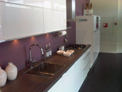 Bruynzeel Nijmegen - Pallas wit hoogglans, recht 3m60 plus 1m20 hoge kasten, Boretti lage koelkast, oven, afzuig, combi, kunststof blad 50mm, Van 18.275 voor 5.483