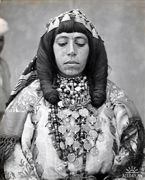 Africa | Ait Serrhouchene woman. Taissint region, Morocco | © Jean Besancenot; ca. 1934 - 39.