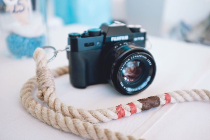 CAMERA STRAP -BROWNandCORAL- di madeofrope su Etsy https://www.etsy.com/it/listing/469038204/camera-strap-brownandcoral