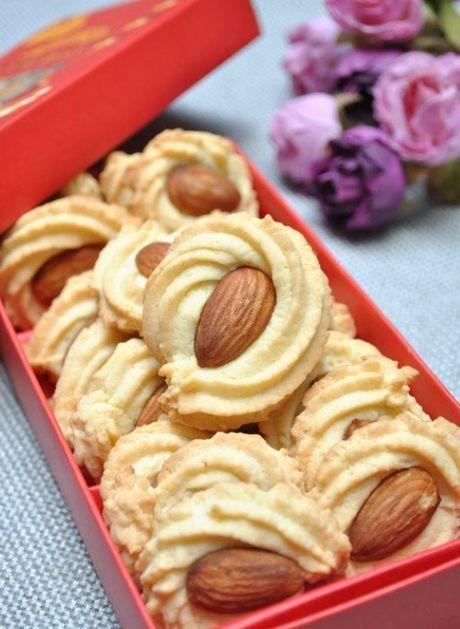 Almond spritz cookies (photo only). Good idea.