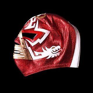 """MÁSCARA con diseño exclusivo conocida como: """"LA GRAN PIRÁMIDE"""". Diseño original por MIL MÁSCARAS elaborada charol rojo, piel en color blanca y oro, tela lame roja y al centro logotipo de 50años en piel color oro, colección MIL MÁSCARAS. #milmascaras #mrpersonalidad #ranulfolopez #mascaraoriginal #granpiramide #piel #coleccionmilmascaras #2014 #elegancia #originalidad #exclusividad #serpiente #clasico #luchalibre #50años #Azteca #luchalibremexicana #leyendas #ミルマスカラス #ロペス製 #novoruokawa"""