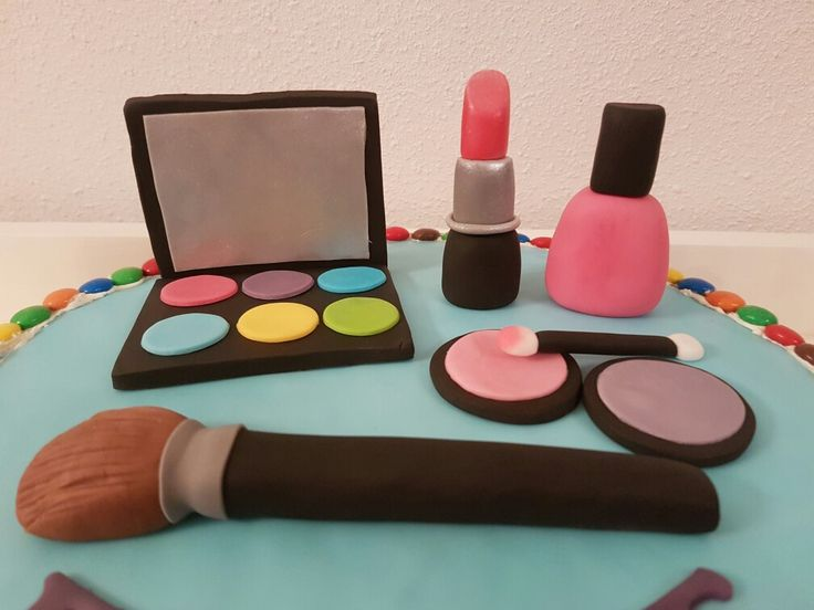 Make up fondant taart
