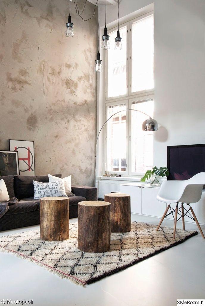 """Hauskat puupöllit voisivat toimittaa sekä sohvapöydän että istumapaikan virkaa käyttäjän """"JuttaMuotopuoli"""" olohuoneessa.  #styleroom #inspiroivakoti #olohuone #moderni"""