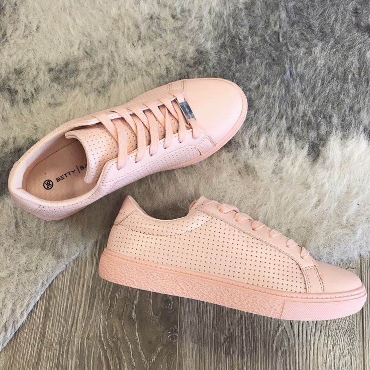 Love Affair Boutique - Betty Basic Freedom Sneaker