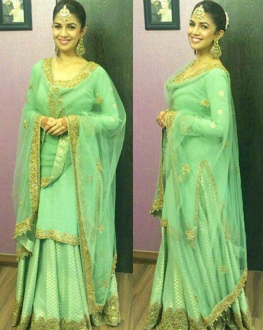 Nimrat Kaur wearing Green lehanga by Rimple & Harpreet Narula for her sister's wedding