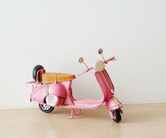 Pink Vespa scooter miniature, collectible pink Vep from Arktos Collectibles by DaWanda.com