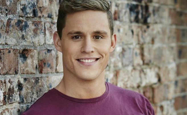 He dropped out of university to pursue an acting career, and now Scott Lee's bold efforts have paid off as he prepares to take on Summer Bay.