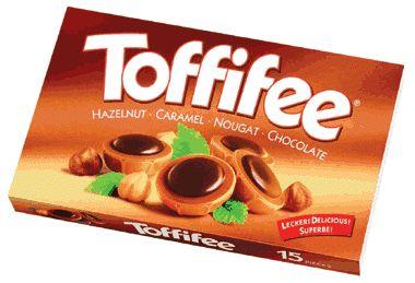 Bu soğuk havalarda en iyi çikolata gider :)  Toffifee Karamel ve Çikolata Kaplı Fındıklı Nuga  * Kakao %12. Karamel %41. Fındık %10. * Toffifee dünyaca ünlü Alman Çikolata firması Storck'un en önemli markalarından biridir  www.cikolatalimani.com