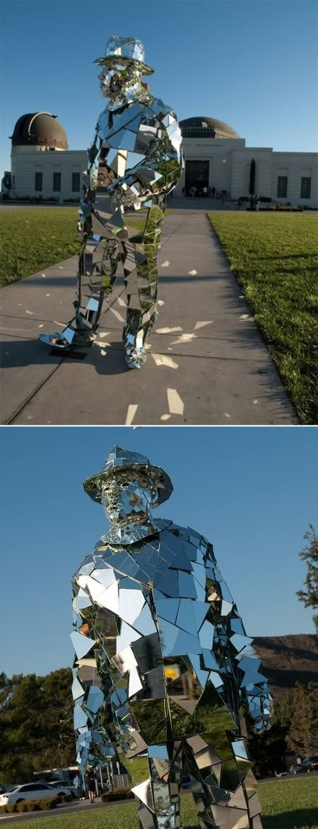 """When we first saw these images of """"mirror man"""", we thought this to be a sculpture. But later we realized that this wasn't just another sculpture but a street performer who creates amazing living art in Los Angeles. Flickr user SiLver sKY spotted him near Griffith Observatory in Los Angeles.    He was wearing a suit made of mirrors -- from head to toe."""