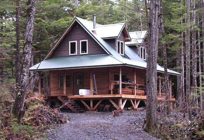 Alaska 1-1/2 story cabin. I can see us living in this, maybe add on and turn in to dog trot