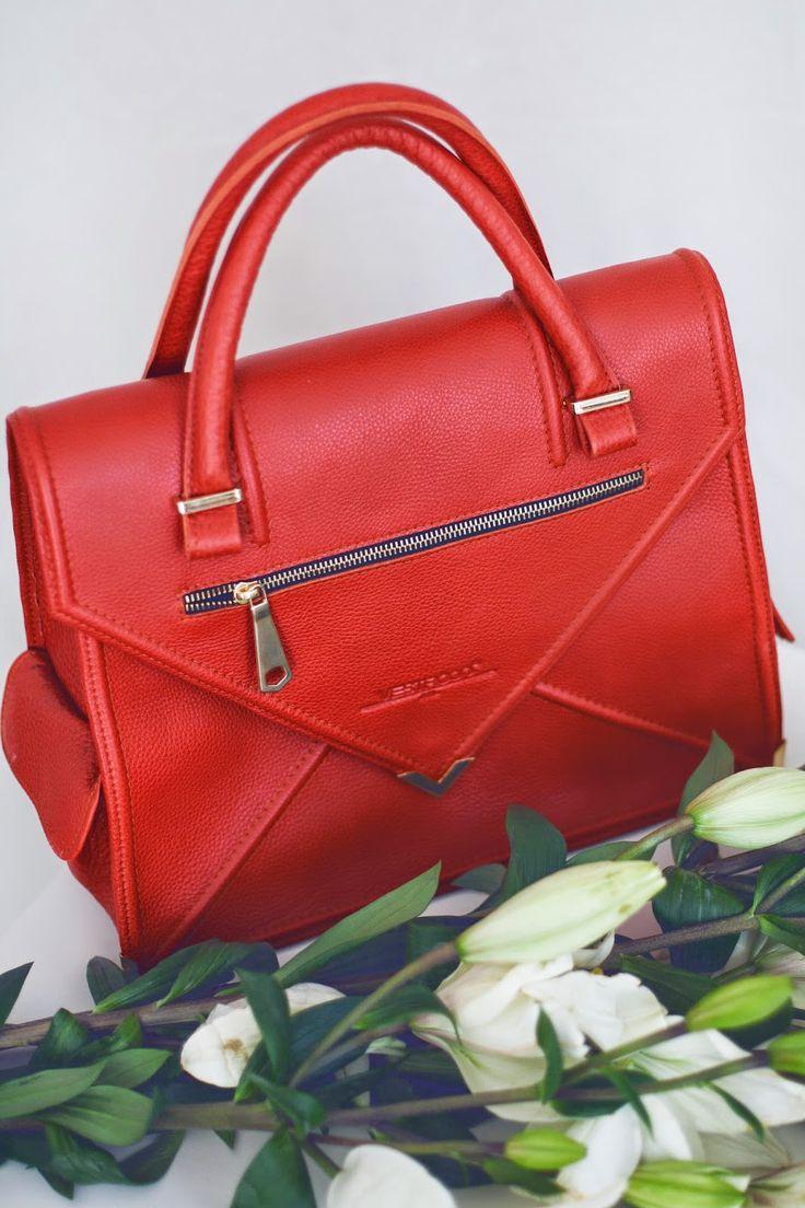 My Vestròs orange bag.  See ful look and details on my blog: http://www.enriescielzo.com/2014/06/orange-is-new-black.html