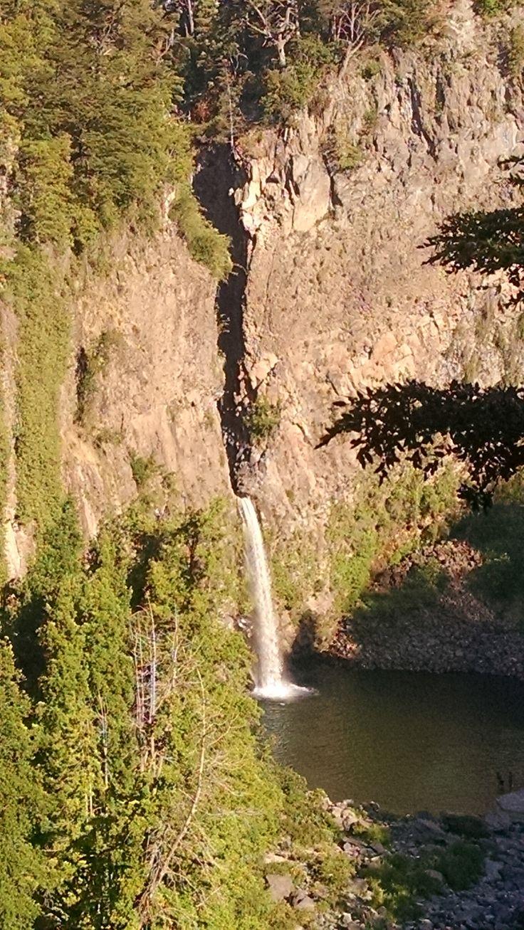 Salto de La Leona, parte del Río Claro, Radal, VII Región del Maule, Chile.