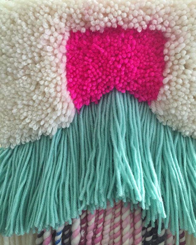 Love a good carpet ! POP of Fluro pink 😘🍭 #WIP #weaves #nofilterneeded #weaving #carpeting #tassels #wallart #popofpink #wallhangingweaves #wallart #walldecor #weavingaustralia