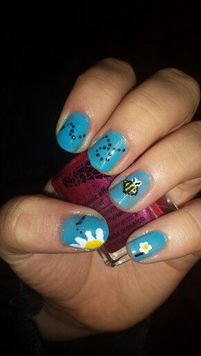 Little bee nail art