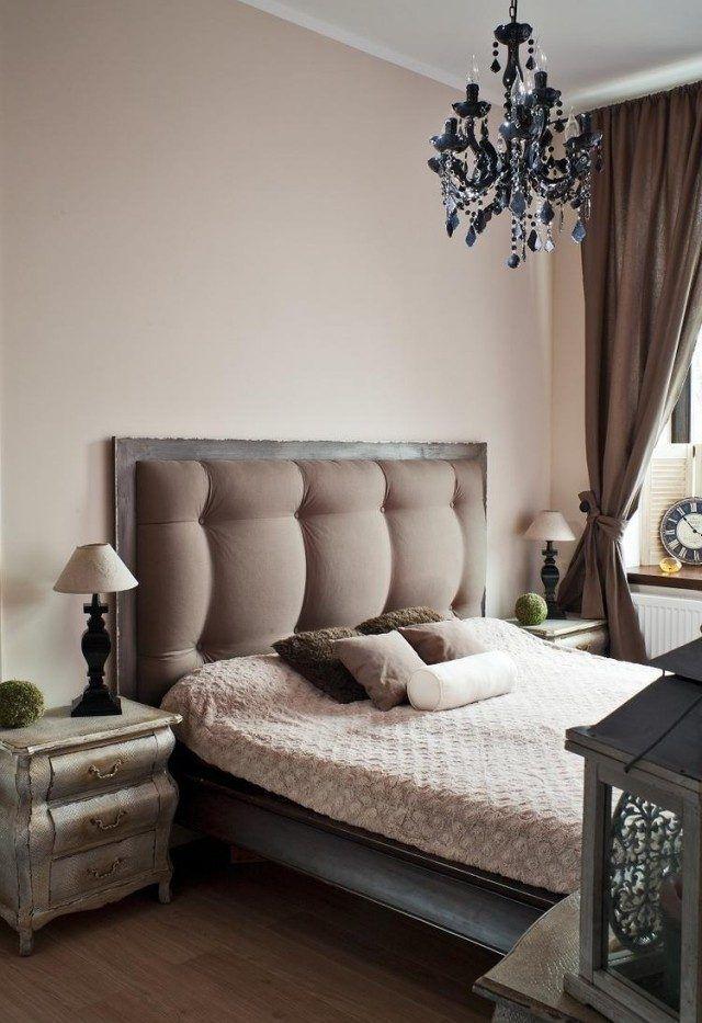 idées-déco-chambre-coucher-couleurs-cappuccino-tête-lit-tapissée-table-nuit-rétro idées déco chambre